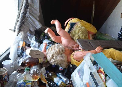 Messie Wohnung Urinflaschen